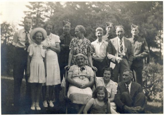 Annie Haines Morell family.jpg